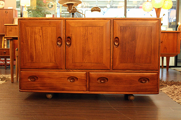 ercol_living_sideboard_casterbase