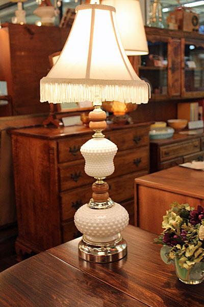 160407milkhobnail.l.tablelamp