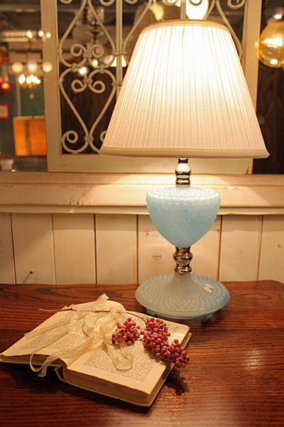 161008bluehobnailmilkglasslamp