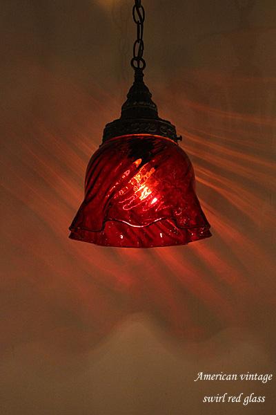 170811hanginglamp_swirlredglasslamp